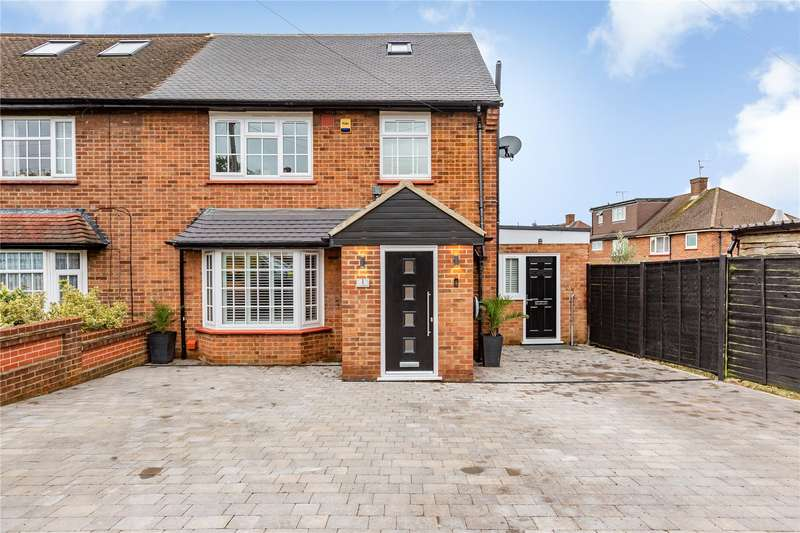 5 Bedrooms Semi Detached House for sale in Tylers Close, Loughton, IG10