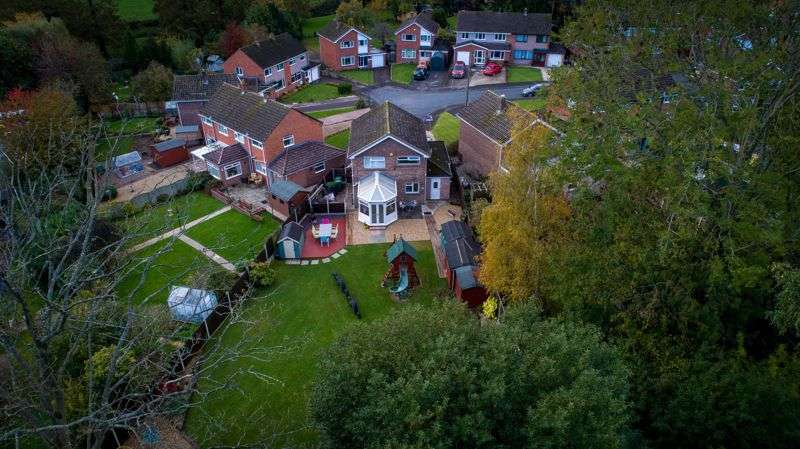 4 Bedrooms Property for sale in Greenways, Lydney
