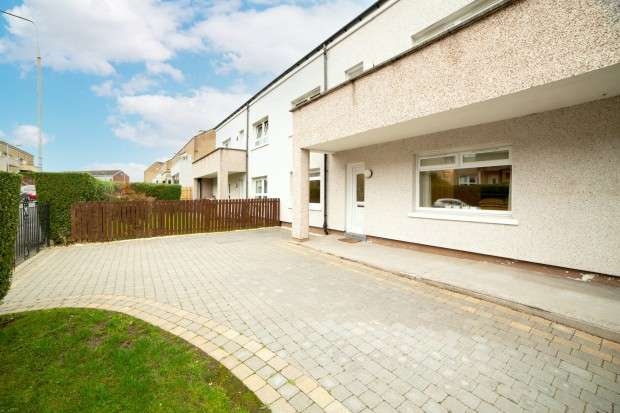 3 Bedrooms Flat for sale in Ranfurly Road, Penilee, G52