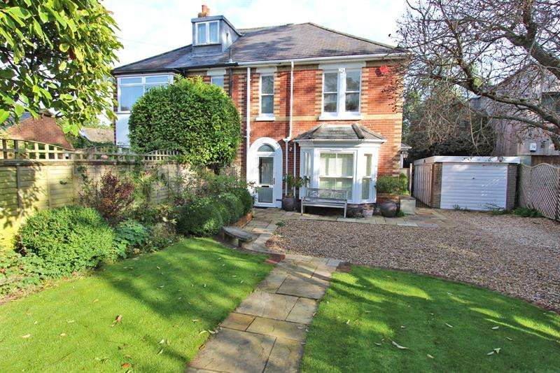 4 Bedrooms Semi Detached House for sale in Brookley Road, Brockenhurst, SO42