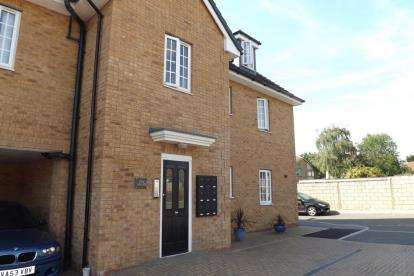 1 Bedroom Flat for sale in High Street, Aveley, Essex