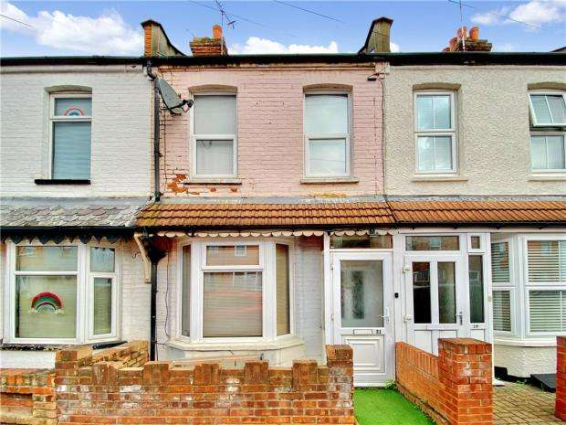 2 Bedrooms Terraced House for sale in Station Avenue, Southend-on-Sea, Essex