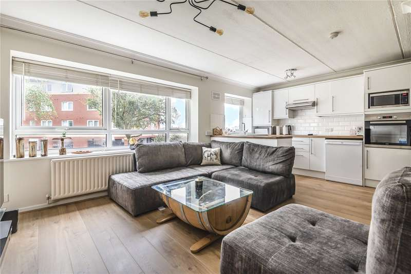 2 Bedrooms Apartment Flat for sale in Ashleigh Court, Solomons Hill, Rickmansworth, Hertfordshire, WD3