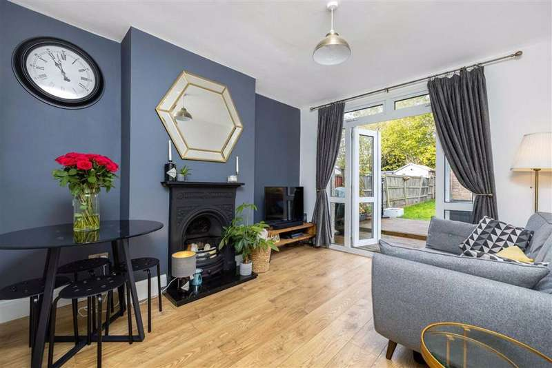 2 Bedrooms Maisonette Flat for sale in Transmere Close, Petts Wood, Kent