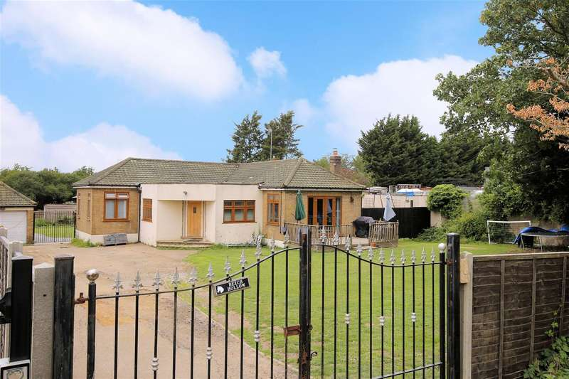 4 Bedrooms Detached Bungalow for sale in Wood Green Road, Waltham Abbey