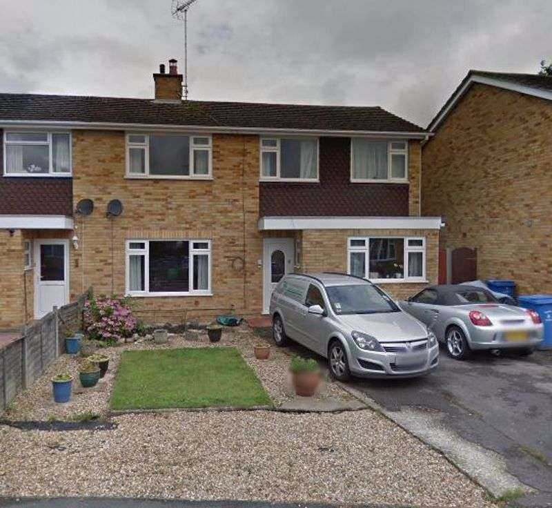 Property for rent in Tay Close, Farnborough