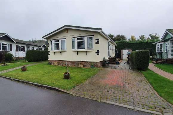 2 Bedrooms Property for sale in Cherry Tree Close, Chieveley, Newbury