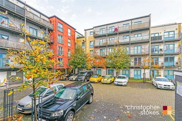 2 Bedrooms Flat for sale in Sawyers Court, Sturlas Way, Waltham Cross, Hertfordshire