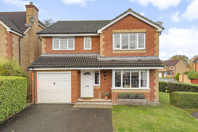 4 Bedrooms Detached House for sale in Redwoods, Row Town, Addlestone, KT15