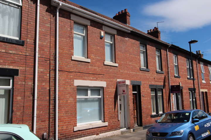 3 Bedrooms Terraced House for rent in Elsdon Tce, North Shields. NE29 7AT. **NEWLY REFURBISHED & GARAGE**