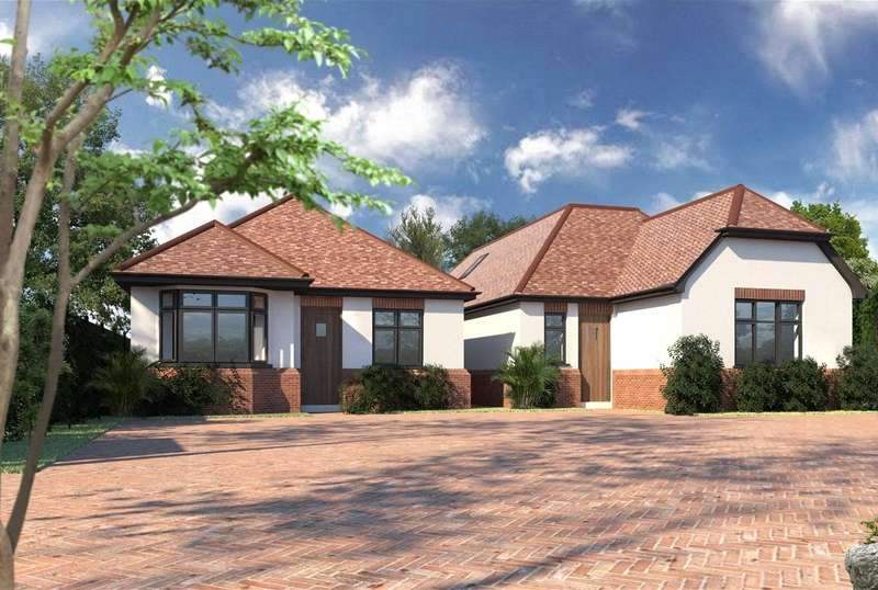 3 Bedrooms Detached Bungalow for sale in Maywin Drive, Hornchurch, RM11