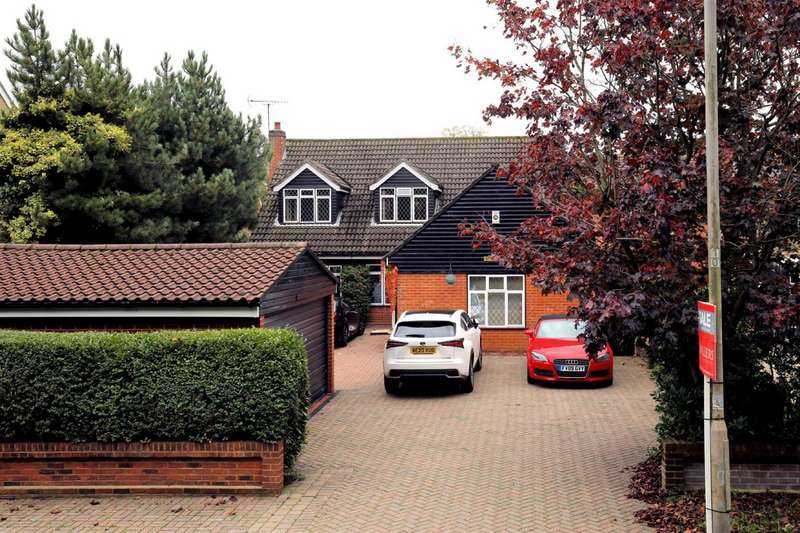 4 Bedrooms Detached House for sale in The Plain, Epping