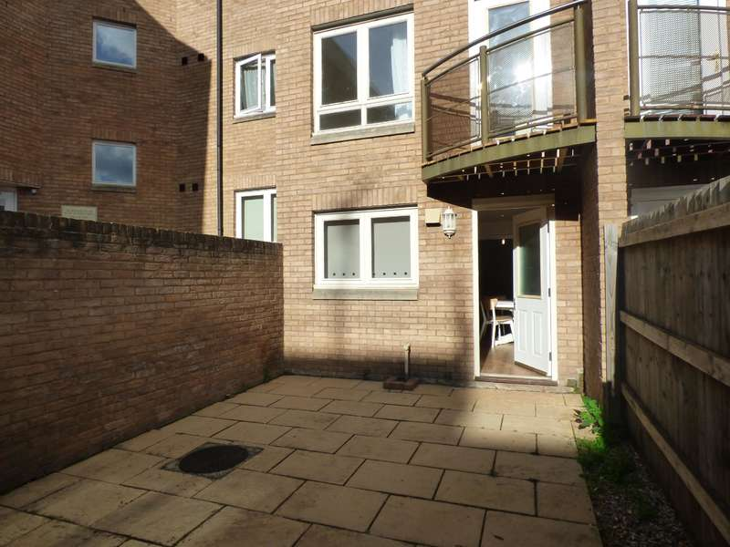 4 Bedrooms Terraced House for rent in Market Street, Exeter, EX1 1DL