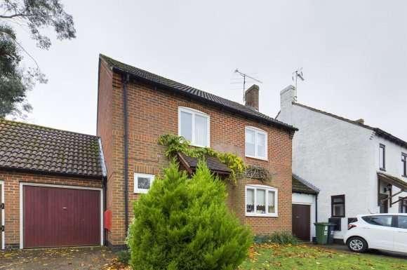 4 Bedrooms Property for sale in Blackberry Walk, Lychpit, Basingstoke