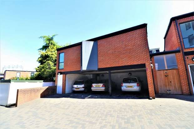 Commercial Property for rent in Edinburgh Mews, Watford, Hertfordshire