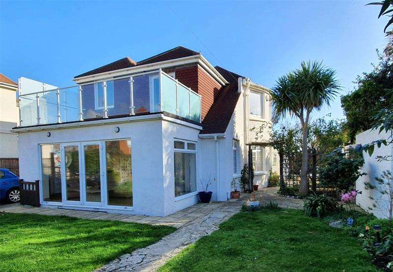5 Bedrooms Detached House for sale in Drake Road, Lee-On-The-Solent, Hampshire, PO13