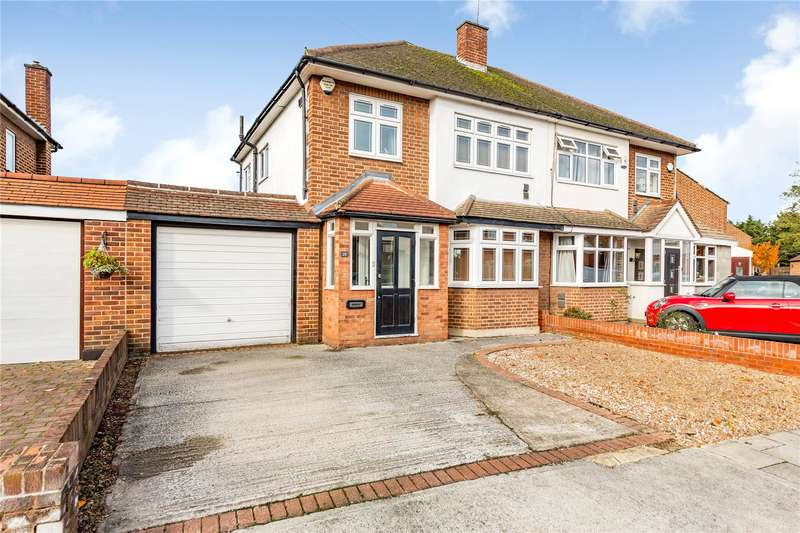 3 Bedrooms Semi Detached House for sale in Gillian Crescent, Gidea Park, RM2