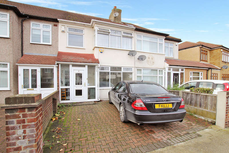 3 Bedrooms Terraced House for rent in Ellis Avenue, Rainham, Essex