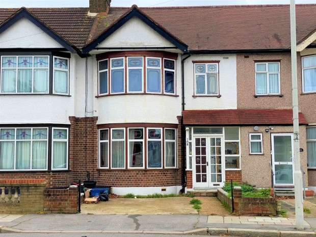4 Bedrooms Terraced House for rent in Aldborough Road South, Ilford, IG3