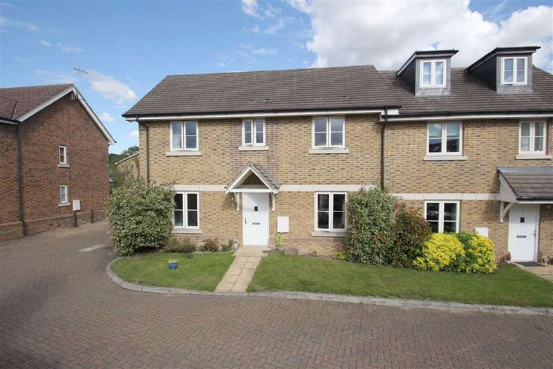 4 Bedrooms Semi Detached House for sale in Nash Close, Berkhamsted, Hertfordshire