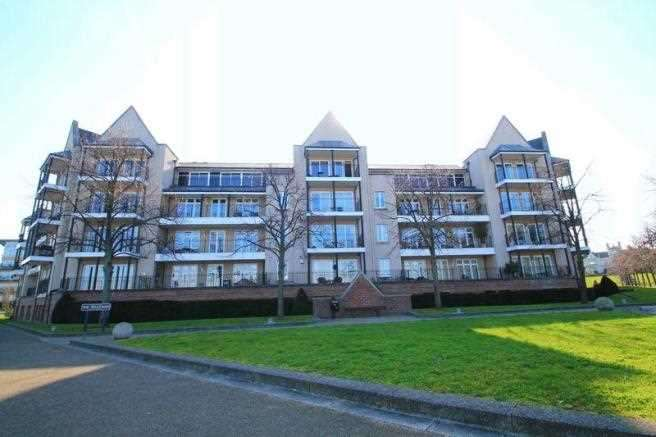 2 Bedrooms Apartment Flat for sale in The Boulevard, Ingress Park, Greenhithe