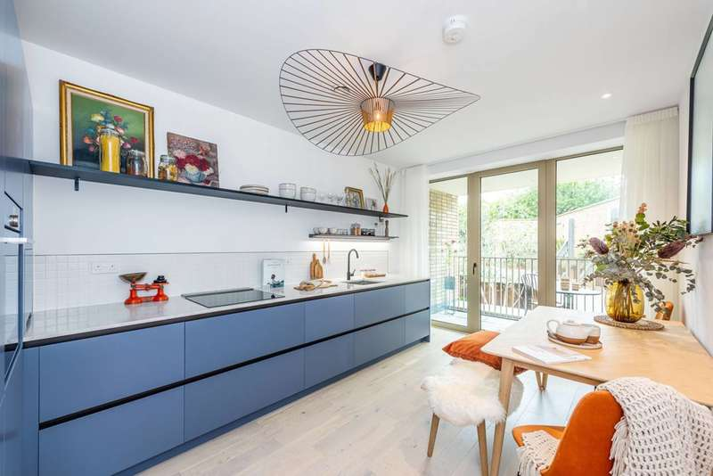 3 Bedrooms Flat for sale in The Tramyard, Balham, SW17
