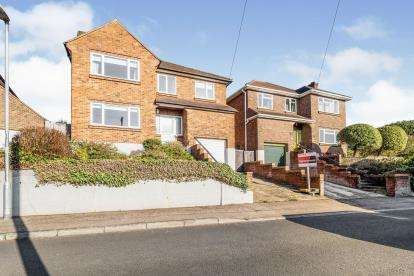4 Bedrooms Detached House for sale in Loughton, Essex