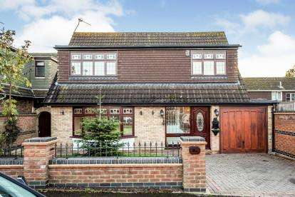 3 Bedrooms Detached House for sale in Stanford Le Hope, Grays, Essex