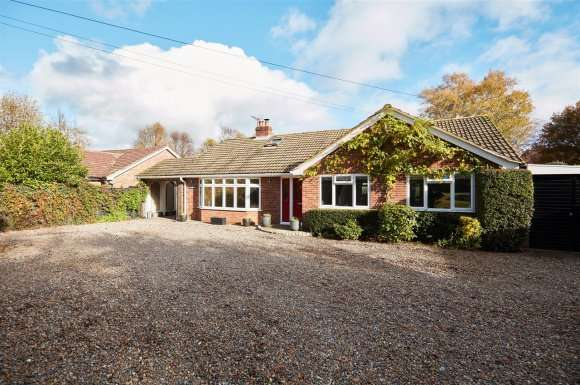 4 Bedrooms Property for sale in Southdown Road, Tadley