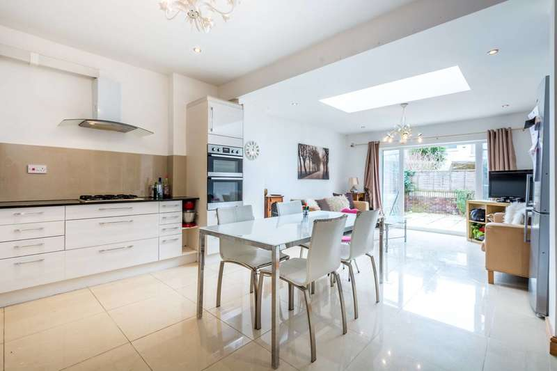 4 Bedrooms Terraced House for sale in Blackshaw Road, Tooting, SW17