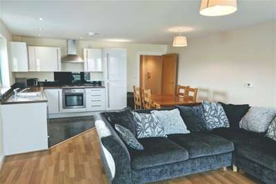 2 Bedrooms Flat for rent in Ocean Crescent, City Centre *Available with Zero Deposit Guarantee*