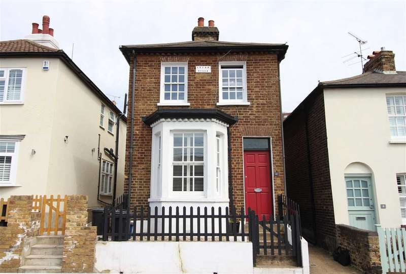 2 Bedrooms Detached House for sale in New Road, Leigh on Sea