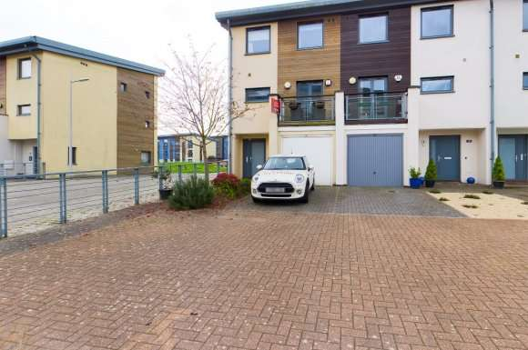 4 Bedrooms Property for rent in St Catherines Court, Marina, Swansea, SA1