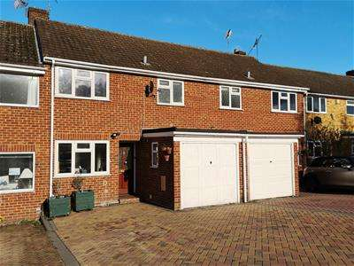 3 Bedrooms House for sale in Farm View, Yateley