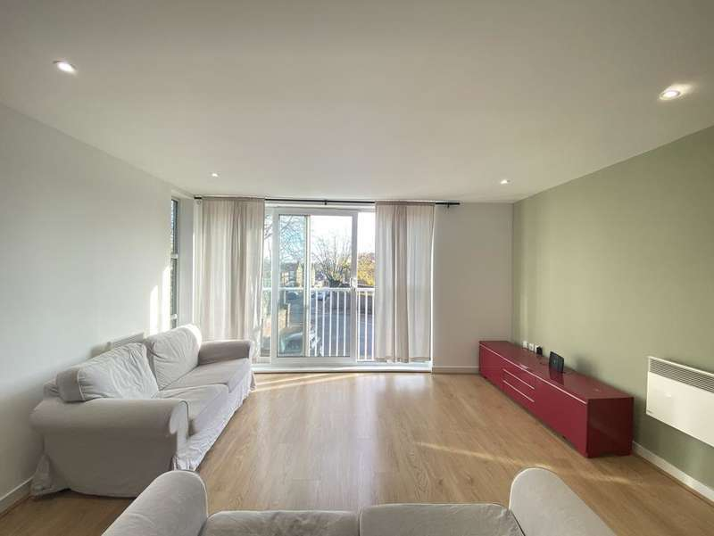 3 Bedrooms Flat for rent in Borland Road, London SE15