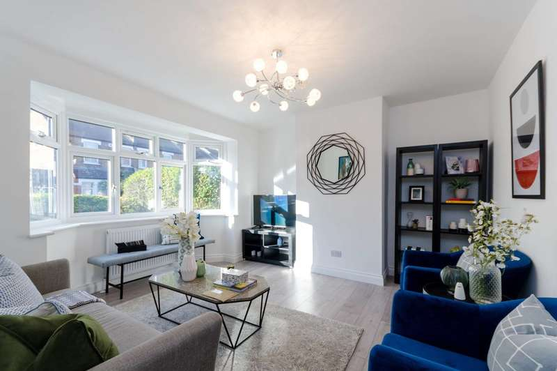 2 Bedrooms Flat for sale in Queen Mary Road, Upper Norwood, SE19