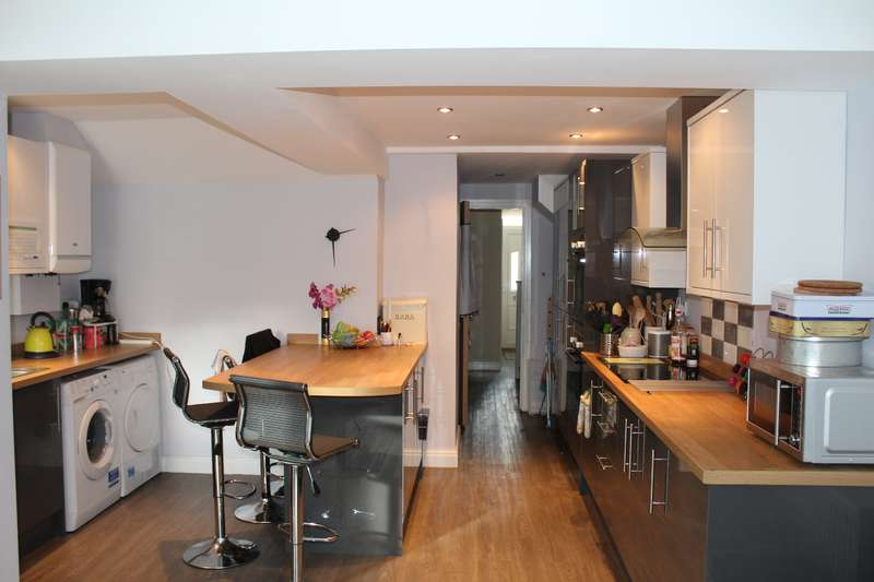 7 Bedrooms House for rent in Hirwain Street, Cathays , Cardiff
