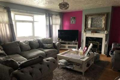 2 Bedrooms Flat for rent in Langland Drive, Sedgley