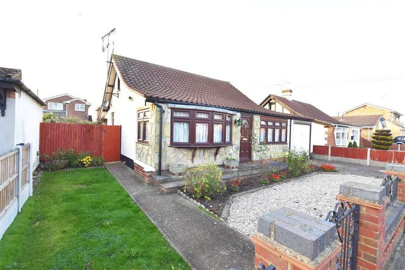 2 Bedrooms Detached Bungalow for sale in Avon Road, Canvey Island