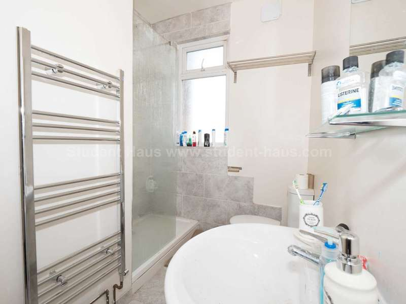 3 Bedrooms House for rent in Gerald Road, Salford