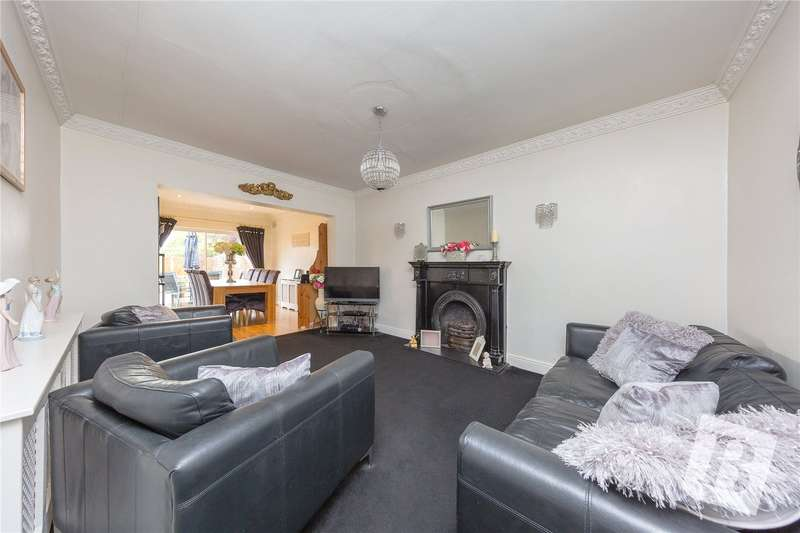 3 Bedrooms Detached Bungalow for sale in Barton Road, Hornchurch, RM12