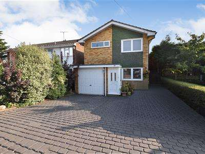 3 Bedrooms Detached House for sale in Firfield Road, Thundersley