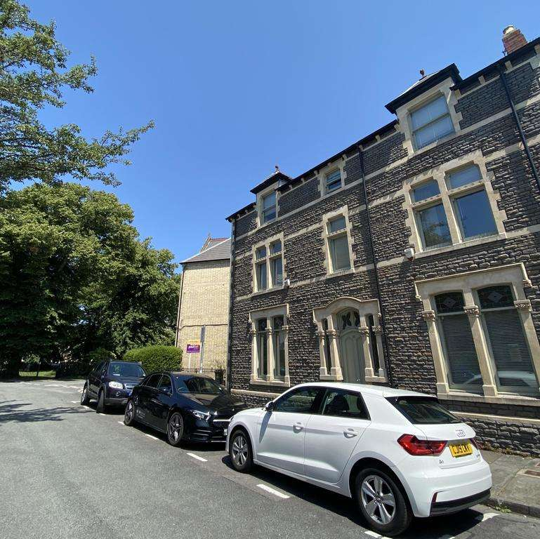 2 Bedrooms Flat for rent in Pitman Street, CARDIFF