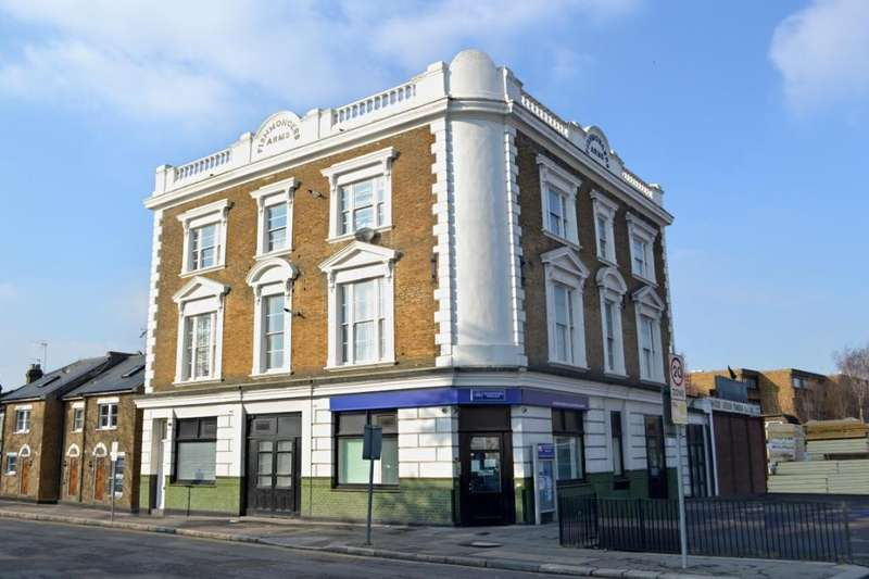 2 Bedrooms Flat for rent in High Road, Wood Green, N22