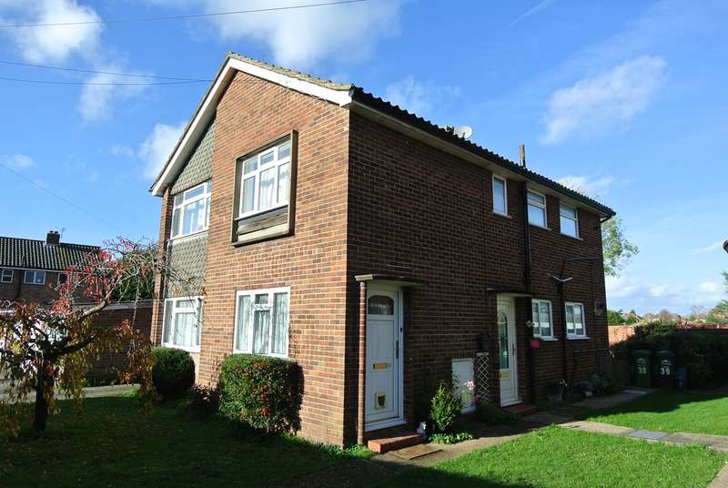 2 Bedrooms Maisonette Flat for rent in Chattern Hill, Ashford, TW15