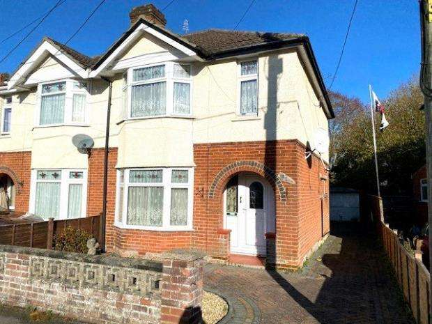 3 Bedrooms Semi Detached House for sale in Edward Avenue, Bishopstoke, Eastleigh