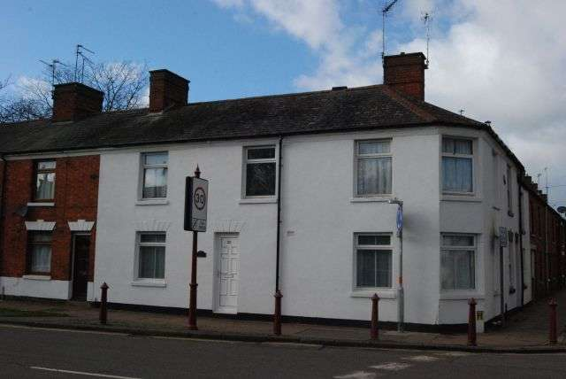 3 Bedrooms Terraced House for rent in Oxford Street, Daventry, Daventry NN11 4AD