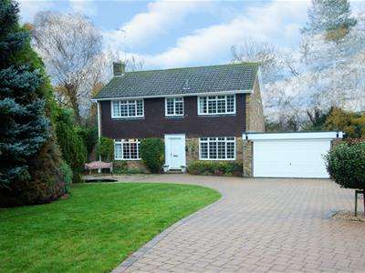 4 Bedrooms House for sale in Lightfoot Grove, Basingstoke