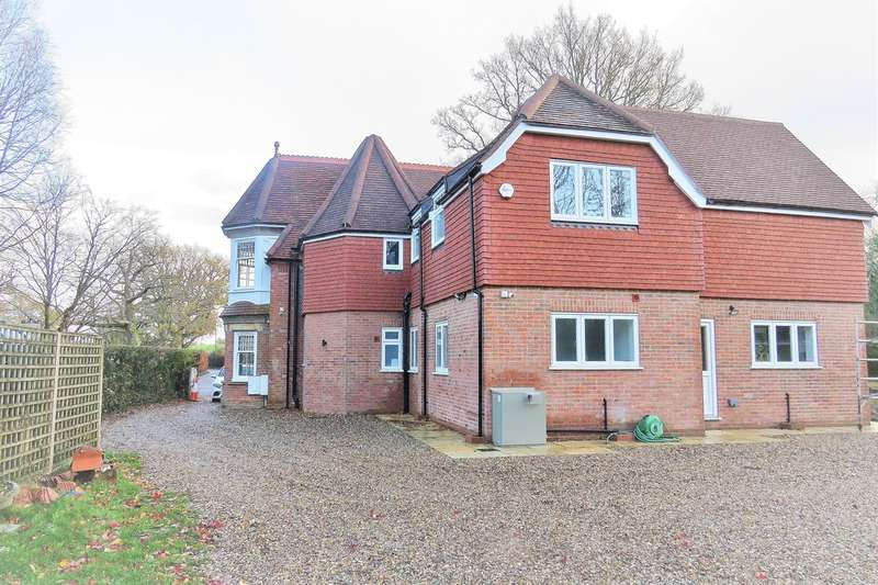 5 Bedrooms Detached House for rent in Cowden