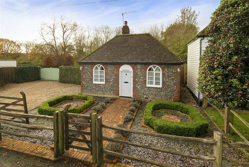 2 Bedrooms Detached House for sale in Chapel Cottage, Kingsdown Road, Lynsted